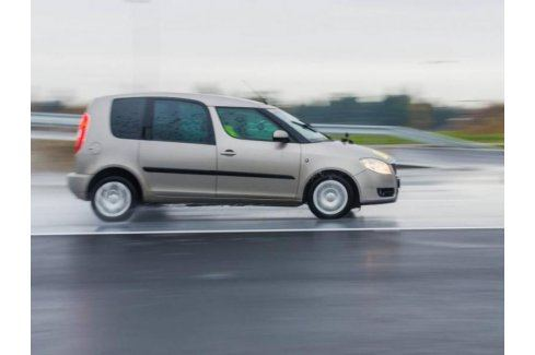 Zážitek - Kurz bezpečné jízdy s odpočtem bodů - Ústecký kraj Škola smyku